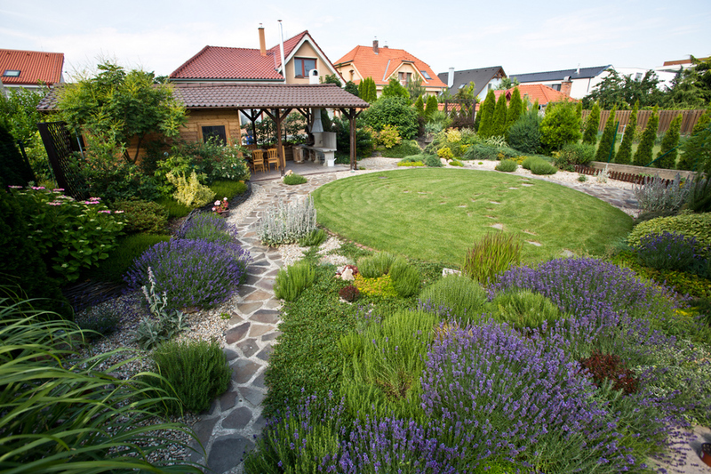 zahrada a altanky